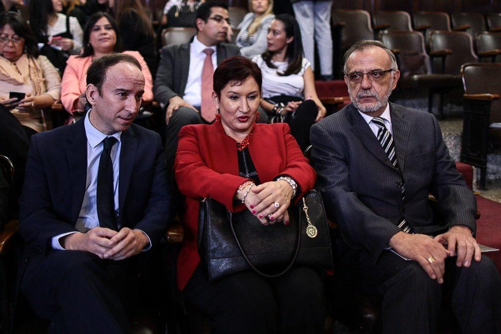 El PDH, la jefa del MP y el jefe de la CICIG, con caras largas ayer tras la derrota en el Congreso. Foto: Carlos Sebastián
