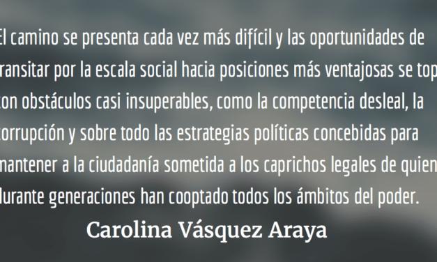 La pirámide rota. Carolina Vásquez Araya.