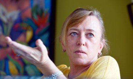 """""""No tengo la ilusión de vivir en una democracia"""": Jody Williams"""