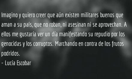 De uniformados. Lucía Escobar.