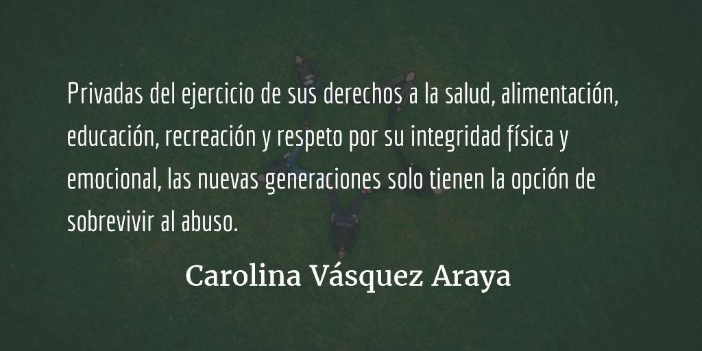 Pantalón de lona, sudadero gris. Carolina Vásquez Araya.