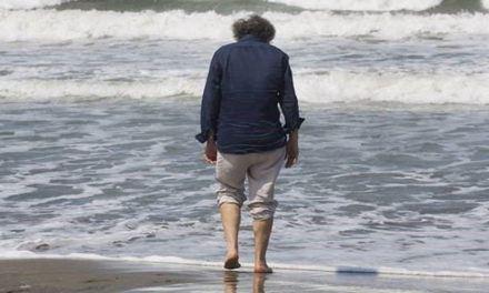 Un hombre entrando al mar. Gerardo Guinea Diez.