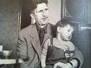 George Orwell y su hijo Richard, en 1946. Vernon Richards
