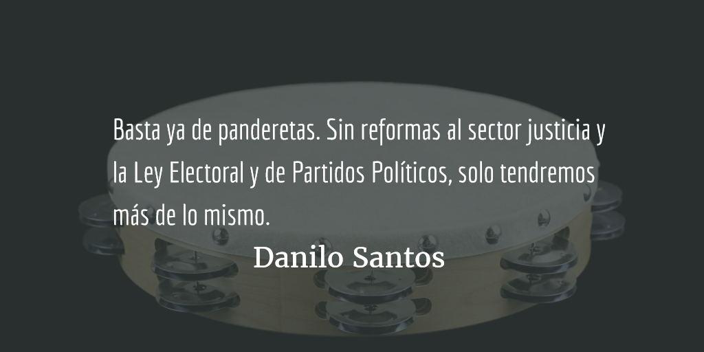 Aficionados a la pandereta. Danilo Santos.