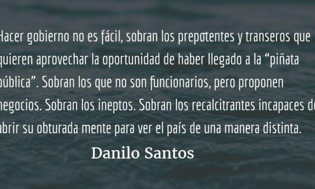 Destripando luciérnagas. Danilo Santos.
