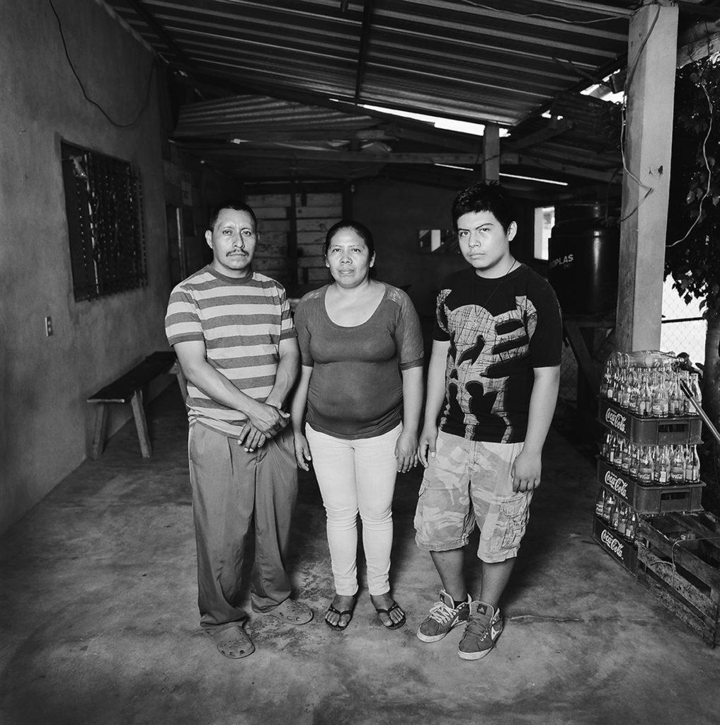 Amalia Manuel Pedro y su familia.