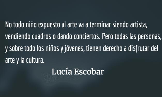 Dibujando un barquito en la pared. Lucía Escobar.