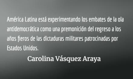 Los agujeros negros. Carolina Vásquez Araya.