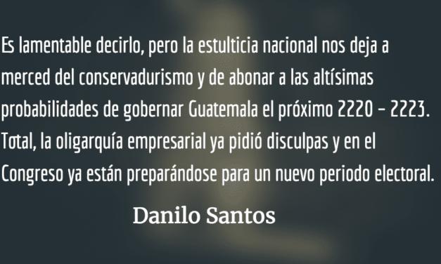 Estulticia nacional. Danilo Santos.