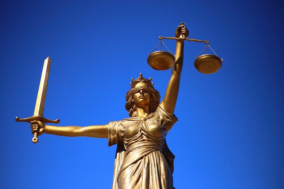 Superioridad de la ley o superioridad del hombre, ¿cuál es el mejor gobierno?  Santos Barrientos