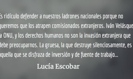 Tiranos en suelo sagrado. Lucía Escobar.